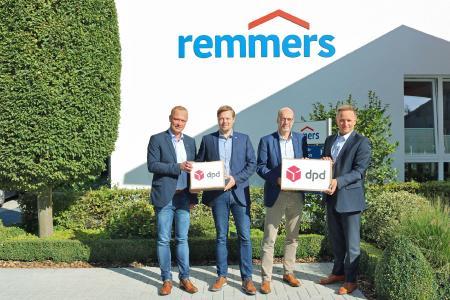 Seit mehr als 15 Jahren arbeiten Remmers und DPD erfolgreich zusammen: v.l.n.r. Klaus Korfhage (Leiter Transportlogistik bei Remmers), Jan-Hendrik Voss (Leiter SCM und Logistik bei Remmers), Ingo Fuchs (Geschäftsführer für Produktion und Logistik bei Remmers) und Kai Rietenbach, Cluster Sales Manager bei DPD Deutschland / Bildquelle: Remmers, Löningen