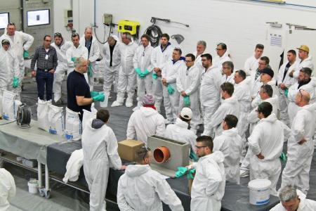 Selber Hand anlegen konnten die Fachverarbeiter in den Praxisteilen der Verarbeiterlehrgänge vom 19. bis zum 21. Februar 2019 im Trainings- und Seminarzentrum der MC-Bauchemie in Bottrop.