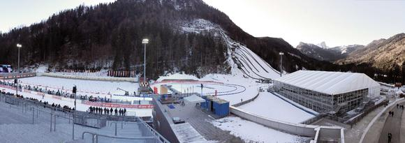 Das Losberger VIP-Zelt in Ruhpolding grenzte unmittelbar an die Chiemgau-Arena und lockte mit stilvollem Ambiente und exzellentem Blick durch eine große Glasfront auf die Video-Wände und einen Teil der Wettkampf-Strecke.