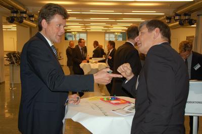 Professor Dr. Reiner Bührer (l.) und Michael Scheib, Geschäftsbereichsleiter Fahrzeugteile