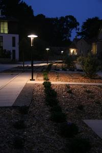 Die hell erleuchtete Las Positas Road in Livermore nach Ausstattung mit der LED-Technologie von Bridgelux