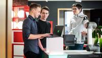 Das Team der Dresdner Wandelbots GmbH wird Einblicke in die Welt der Robotersteuerung geben