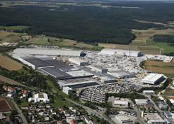 Fig. 1: The Liebherr plant in Ehingen: Of the 820,000 m2, 184,000 is covered production floorspace. A workforce of 2,700 produces over 1,600 mobile cranes here every year