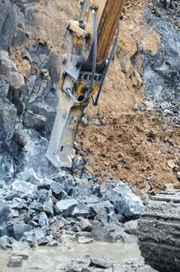 Der Atlas Copco HB 3000 ist unersetzlich zur Erhaltung der besonderen Form der Kanalwände und zur Zerkleinerung von großen Gesteinsformationen