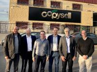 Onlineprinters strengthens its presence in Spain with the acquisition of Copysell. Roland Keppler (2nd from right), the CEO of Onlineprinters, and Dirk A. Müller, (3rd from right), the CFO of Onlineprinters, welcome the leaders of Copysell to the group of companies: Francisco Cembranos (1st from left), CCO, Jose Antonio Baro (3rd from left), CEO, and Alberto Fernandez (1st from right), CFO. Ralf Schraud is responsible for integrating the Spanish companies in the Onlineprinters Group;
