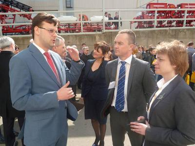 Viktor Halasiuk (Member of Parliament) talking with Flemming Jensen (Vice-President DISA) and Polina Asanova (General Manager CIS DISA)