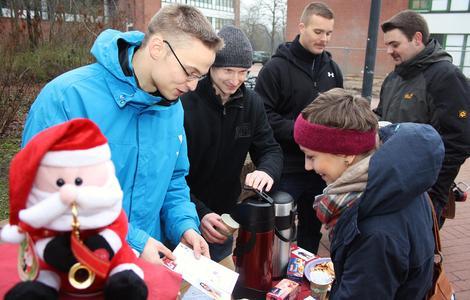 Zum Jubiläum vorweihnachtliche Stimmung auf dem Campus der FH, Foto: Gatermann
