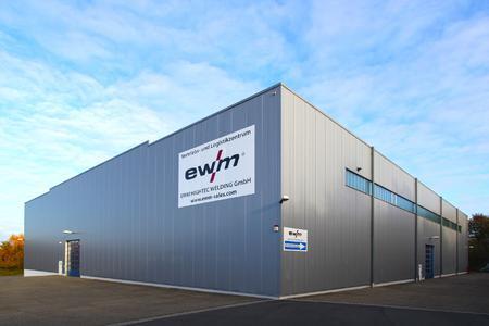 EWM-Vertriebs- und Logistikzentrum gehört nun direkt zur AG; Die EWM Hightec Welding GmbH mit dem Vertriebs- und Logistikzentrum in Ransbach-Baumbach gehört künftig direkt zur EWM AG. Foto: EWM AG
