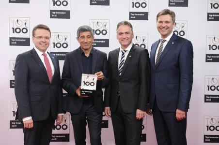 Lapp makes it into the TOP 100 and belongs to the most innovative German SMEs. v.l. Dr. Simon Alig, TIM Process Manager, mentor Ranga Yogeshar, Guido Ege, Head of Product Management and Product Development, and Georg Stawowy, Member of the Board for Technology and Innovation. Picture: KD Busch/comamedia