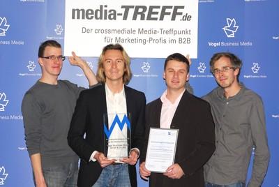Das media-TREFF-Team von Vogel Business Media mit dem frisch errungenen Award (v.li.): Uwe Dietrich, Christian Schmitt, Danny Hübner, Matthias Dieckhoff