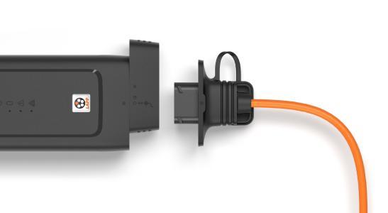 Das Ladesystem ermöglicht durch ein austauschbares Netzkabel das Laden an Haushalts- oder CEE-Steckdosen weltweit