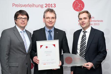 Dr. Ulrich Rust (Mitte), Vertriebsleiter bei Jobware, nimmt den Preis zum kundenorientiertesten Dienstleister Deutschlands 2013 von den Veranstaltern entgegen