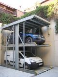 WÖHR Parklift 462 Die versteckten Stellplätze kommen nur in angehobenen Zustand zum Vorschein.  Unterirdisch und unter der Deckelplattform versteckt parken 2 Fahrzeuge.