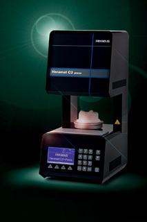 Der neue Heramat C3 press von Heraeus ermöglicht das ebenso sichere wie komfortable Brennen und Pressen von Keramikverblendungen