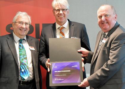 David Andrews, President-Elect of SPIE (left), and John Greivenkamp, President of SPIE (right), presented the award to Dr. Wilhelm Kaenders (middle).