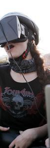 """Die Studentin Kathrin Attmann bei einer Testfahrt auf der Achterbahn """"Pegasus"""""""