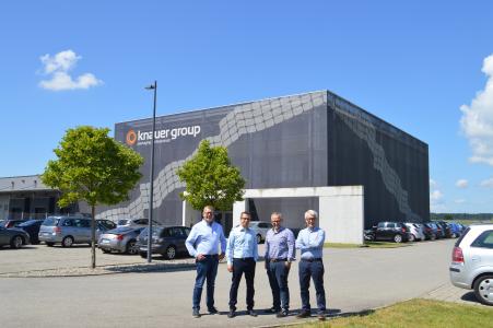 Abgebildet sind (von links) Dirk Schulte und Andreas Doster (Knauer Holding) und Kilian und Josef Miller (Geschäftsführer Miller GmbH & Co. KG)