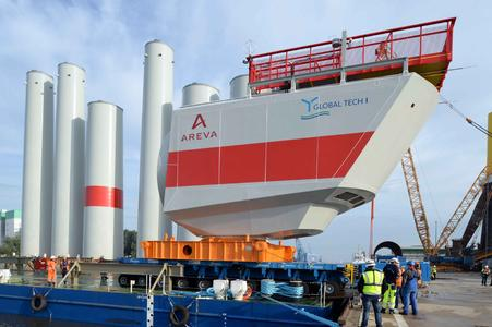 Gondelverladung am BLG Offshore-Terminal in Bremerhaven