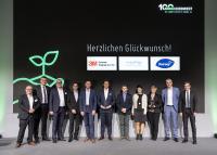 Die ausgezeichneten Lieferanten gemeinsam mit der Jury, Nordwest-Vorstand und -Marketing.