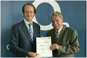 links: Jaime Smith Basterra, CEO Telefónica O2 Germany GmbH & Co. OHG; rechts: Dr. Otmar Bernhard, Bayerischer Staatsminister für Umwelt, Gesundheit und Verbraucherschutz