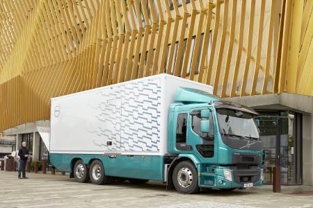 Anspruchsvolle Verteileraufgaben, Abfallentsorgung und leichte Baustellenaufgaben sind nur einige der Verwendungsmöglichkeiten für den Volvo FE 350