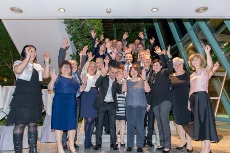 GEZE Chefin Brigitte Vöster-Alber (4. v. r.) mit den diesjährigen Jubilaren / Bild: GEZE GmbH