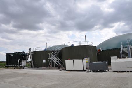 Erste Niederbayerische Biogasanlage für Farm-Nebenprodukte geht in England in Betrieb