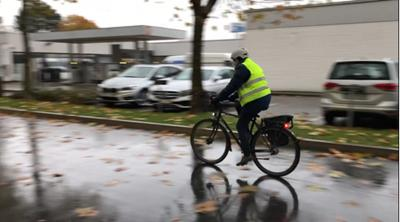 Helle Kleidung auf dem Fahrrad