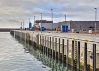 Seine extrem frühe Dauerwasserbelastbarkeit, seine Widerstandsfähigkeit und sein breites Einsatzspektrum machen Nafufill GTS-HS rapid, den neuen Betonersatz der MC-Bauchemie, zu einer sicheren Lösung für die Instandsetzung salzwasser- und wasserbelasteter Betonbauwerke.
