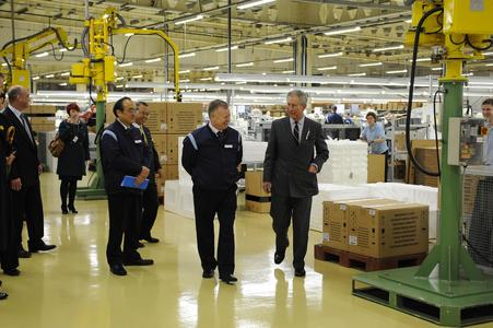 Europäische Sharp Solarfabrik empfängt His Royal Highness The Prince of Wales