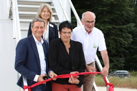 Von links: Jörg Röver (Geschäftsführung Schöller Wind GmbH), Urta Steinhäuser (Geschäftsleitung ABO Wind AG), Iris Hornberg (Bürgermeisterin Merschbach), Egon Adams (Bürgermeister Horath)