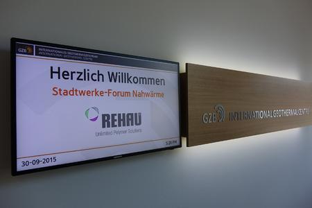 50 Entscheider aus Kommunen, Versorgungsbetrieben und privaten Unternehmen folgten der Einladung von REHAU zum Stadtwerkeforum ins Internationale Geothermie-Zentrum