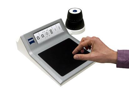 Kundenspezifische Geräteentwicklung für das Digitalmikroskop Smartzoom 5 von ZEISS (Copyright: ZEISS)
