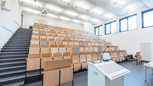 moderner Hörsaal an der Technischen Hochschule Lübeck