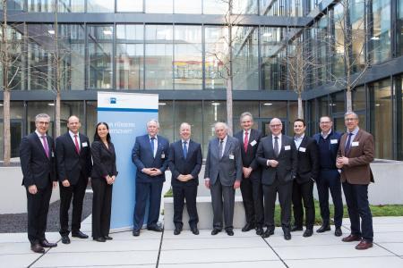 BU: (von links): Robert Friedmann, Sprecher der Konzernfüh-rung der Würth-Gruppe, Dr. Mark Hiller, Vorsitzender der Ge-schäftsführung RECARO Aircraft Seating GmbH & Co. KG, Elke Döring, IHK-Hauptgeschäftsführerin, Prof. Dr. Dr. h. c. Harald Unkelbach, IHK-Präsident, Kent D. Logsdon, US-Geschäftsträger ad Interim, Prof. Dr. h. c. mult. Reinhold Würth, Vorsitzender des Stiftungsaufsichtsrats der Würth-Gruppe, Hans Peter Fuchs, Geschäftsführer ebm-papst Mulfingen GmbH & Co. KG, Martin Friz, Geschäftsführender Gesellschaf-ter WEIMA Maschinenbau GmbH, Thomas Kyriakis, Bereichs-vorstand Schwarz Zentrale Dienste Beteiligungs-GmbH, Gerd Chrzanowski, Vorstandsvorsitzender Schwarz Zentrale Diens-te Beteiligungs-GmbH, Dr. Walter Döring ADWM GmbH Aka-demie Deutscher Weltmarktführer. Foto: Marc Weigert