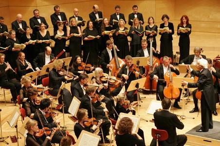 Helmut Rilling dirigiert die Gächinger Kantorei und das Bach-Collegium Stuttgart