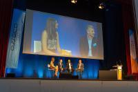 Moderatorin Sarah Yvonne Elsser im Gespräch mit den Asseco-Vorständen Ralf Bachthaler, Markus Haller und Holger Nawratil (v.l.n.r.)