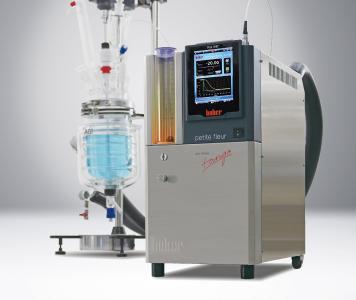 Auf der ACHEMA zeigt Huber verschiedene Temperierlösungen, darunter die Unistat‐Prozessthermostate zur hochgenauen Temperierung von Reaktorsystemen