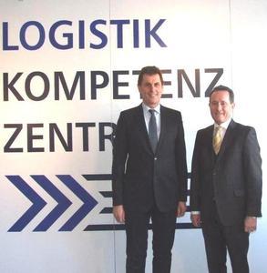 v.l.n.r. Karl Fischer Geschäftsführer der LKZ Prien GmbH mit Landrat Josef Neiderhell, Aufsichtsratsvorsitzender der LKZ Prien GmbH