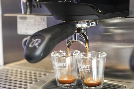 Doppelt gut: Wasseroptimierungssysteme von BWT water+more leisten effizienten Maschinenschutz und holen das Beste an Geschmack aus der Kaffeebohne.