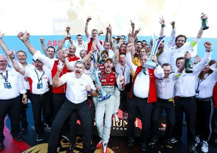 Team Audi Sport Abt Schaeffler auf dem Podium / Bildquelle: Audi AG