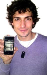 Mats Hummels zeigt die App World Champion