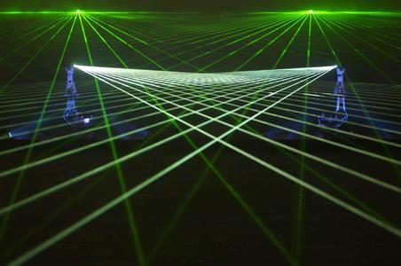 Laser-Roboter für die 50-Jahrfeier der Abu Dhabi Police