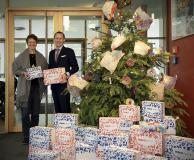 Geschenkübergabe im SOS-Kinderdorf Berlin, Frau Winter (SOS-Kinderdorf), Alex Gerritsen, Geschäftsführung PERM4 | Permanenet Recruiting