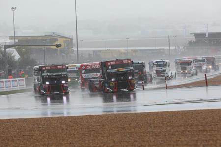 Trotz Dauerregens führten die MKR-Piloten das Feld in Le Mans mehr als einmal an