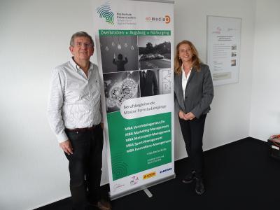 Studiengangsleiterin Prof. Dr. Bettina Reuter mit Nigel Geach / Foto: HSKL