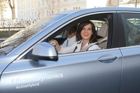 BMW Group Efficient Dynamics Rallye, Katarina Witt, Olympia-Botschafterin der BMW Group, im BMW ActiveHybrid 7