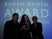 Preisträgerin aus der Region: Madeleine Hauschild mit ihren Ausbildern (Theater Baden-Baden)
