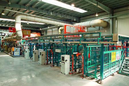 Die hier gezeigte HART-COAT®-Anlage im chinesischen AHC-Werk in Hangzhou arbeitet vollautomatisch und bietet höchste Seriensicherheit und Wirtschaftlichkeit.