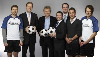Kick IT again (vlnr): Carsten Bodemann (Microsoft), Klaus Hellmich (Actebis Peacock), Sepp Maier, René Schäfer und Tobias Nagel (Actebis Peacock), Thorsten Oevel  (Microsoft) und André ter Schüren (Actebis Peacock)